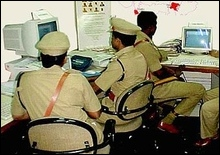 Для большей привлекательности индийские полицейские наденут ароматную форму - 20070314150530111_1