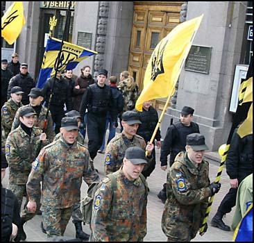 ШОК! Наци в центре Киева! - 20070424203025465_1