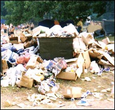 Киевские дворы и дворики утопают в мусоре! - 20070912182620770_1