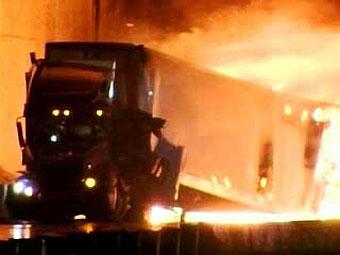 На калифорнийской автотрассе столкнулись 15 грузовиков - 20071015091131843_1