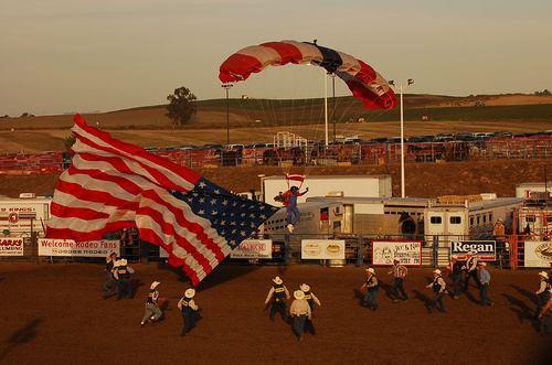 Американский парашютист несанкционированно пересёк мексиканскую границу - 20071022153423935_1