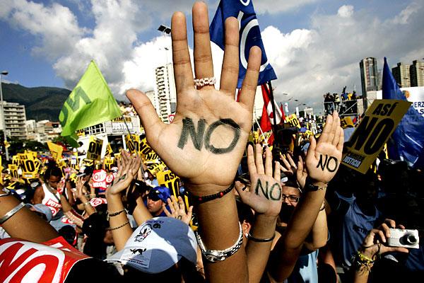 Марш несогласных в Венесуэле - 20071202194854103_1