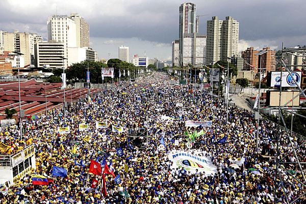 Марш несогласных в Венесуэле - 20071202194854103_2