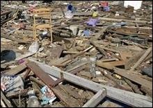В Китае грузовик разрушил трехэтажное здание: люди оказались под завалами - 2007120518271326_1
