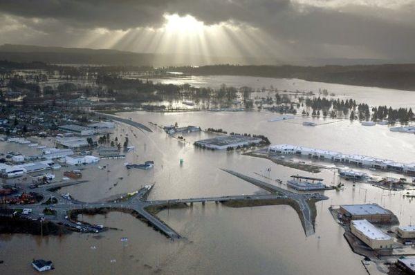 Сильнейшее наводнение на северо-западе США - 20071206201024183_3
