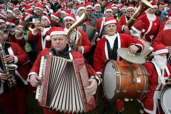 Собрание польских Санта-Клаусов - 20071207150842254_1