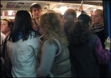 В столичном метро появились трамбовщики пассажиров - 20071211223013486_1