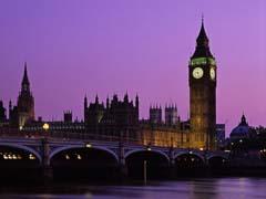 Жители Лондона строят дом из газет - 20080311140741833_1