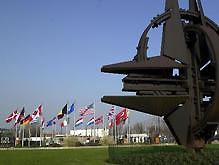 10 стран НАТО просят присоединить Украину к ПДЧ - 20080320102500952_1