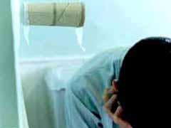 Пассажир судится с авиакомпанией за 1,5-часовый полет в туалете - 20080516134500767_1