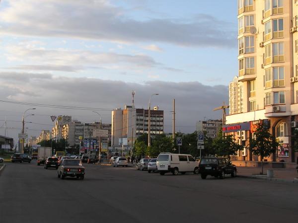 Оболонь, вечер возле метро Минская (2 фото) - Obolon-vecher-vozle-metro-Minskaja_1