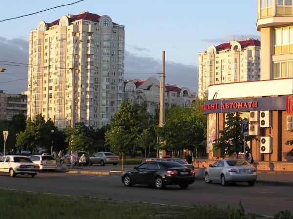 Оболонь, вечер возле метро Минская (2 фото) - Obolon-vecher-vozle-metro-Minskaja_2
