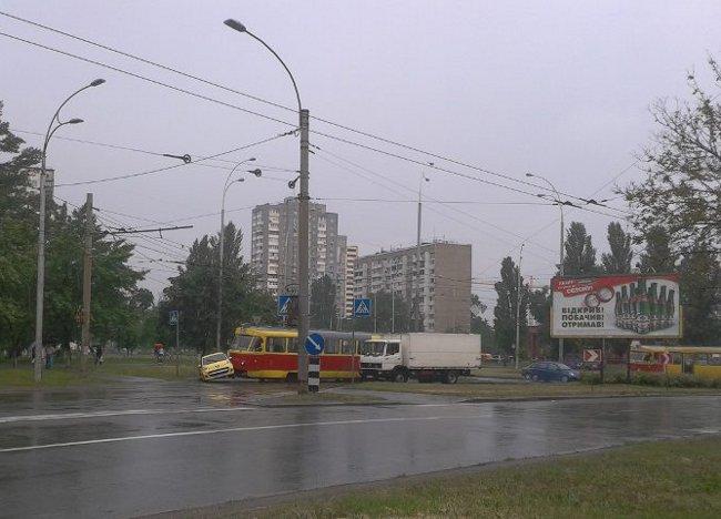 авто vs трамвай, сегодня на ул. Зои Гайдай = ничья :) (фото) - avto-vs-tramvaj-segodnja-na-ul-zoi-gajdaj-nichja-foto_1