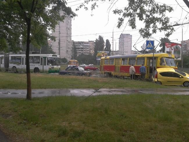 авто vs трамвай, сегодня на ул. Зои Гайдай = ничья :) (фото) - avto-vs-tramvaj-segodnja-na-ul-zoi-gajdaj-nichja-foto_2