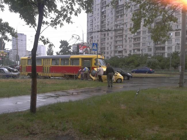 авто vs трамвай, сегодня на ул. Зои Гайдай = ничья :) (фото) - avto-vs-tramvaj-segodnja-na-ul-zoi-gajdaj-nichja-foto_3