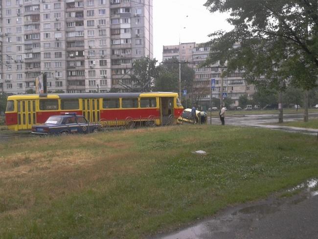 авто vs трамвай, сегодня на ул. Зои Гайдай = ничья :) (фото) - avto-vs-tramvaj-segodnja-na-ul-zoi-gajdaj-nichja-foto_4