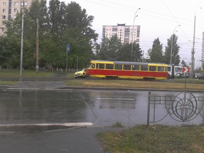 авто vs трамвай, сегодня на ул. Зои Гайдай = ничья :) (фото) - avto-vs-tramvaj-segodnja-na-ul-zoi-gajdaj-nichja-foto_5