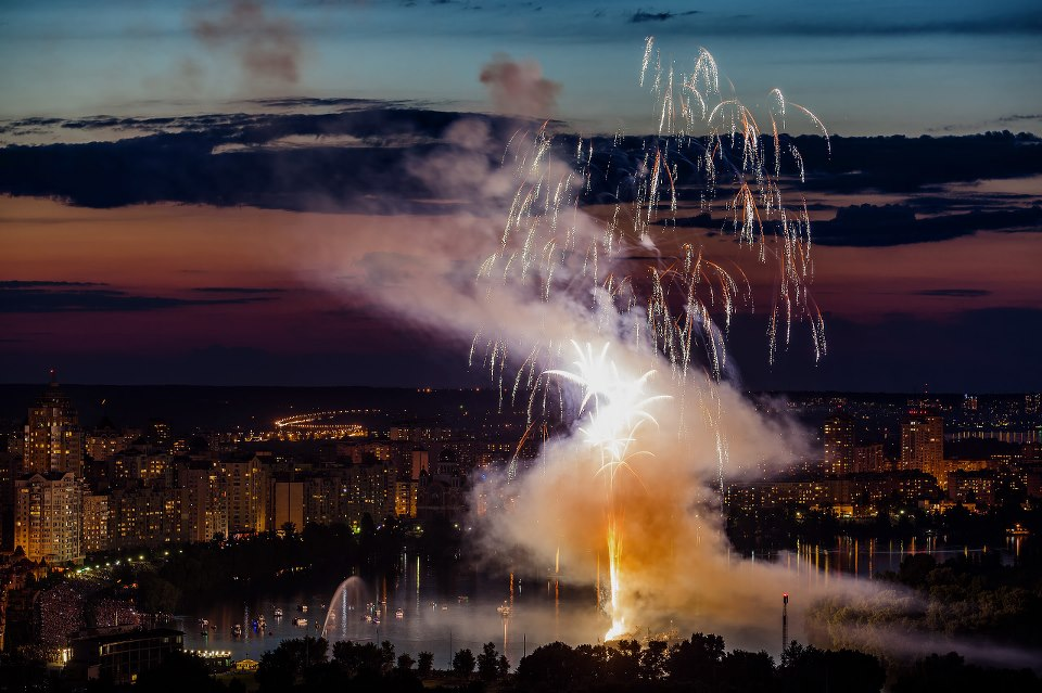 Фейерверк на Оболонськой набережной (7 фото) - fejerverk-na-obolonskoj-naberezhnoj-7-foto_6