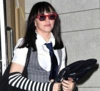 Мадонна появилась на публике в эмо-стиле - madonna-pojavilas-na-pyblike-v-emo-stile_1