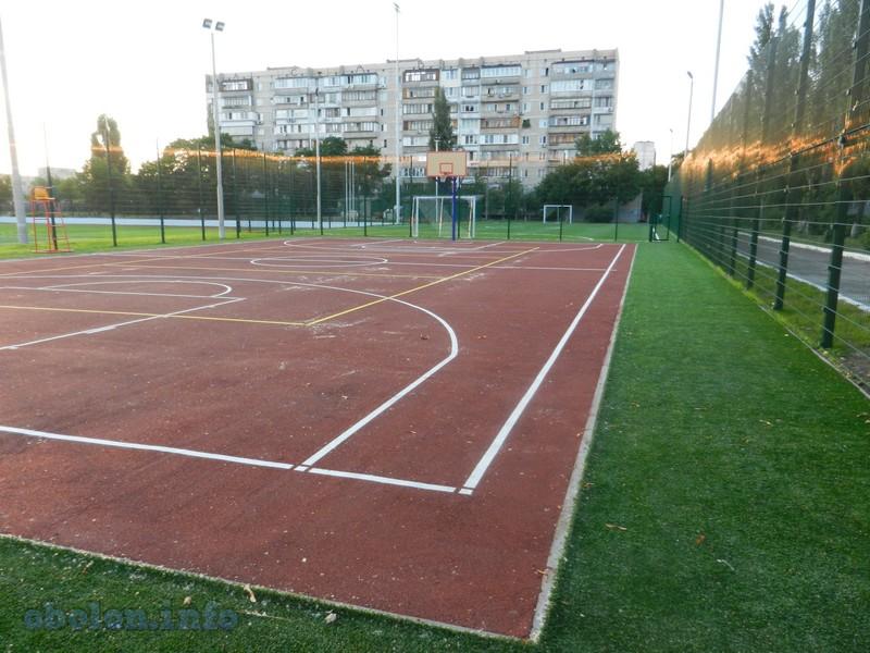 На Оболони обновился ещё один стадион (7 фото) - na-oboloni-obnovilsja-esche-odin-stadion-7-foto_3