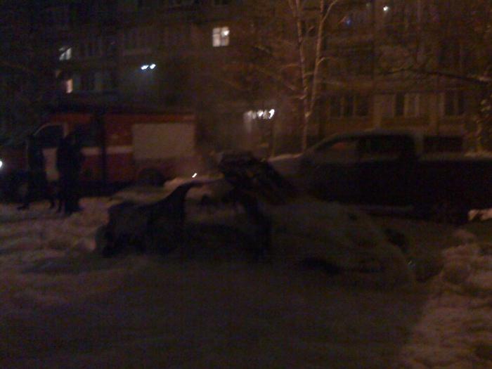 Вночі в Києві підірвали автомобіль - vnochi-v-kijevi-pidirvali-avtomobil_1