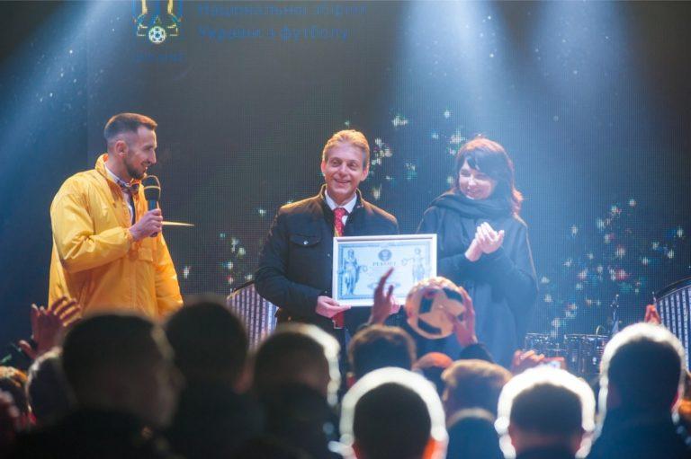 История и новости Оболони Грандиозный флешмоб в поддержку сборной Украины по футболу Киевские новости