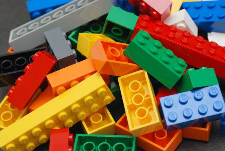 Подарки, которые мы больше никогда не получим на Новый год - 5438360-650-1450797160-Lego_Color_Bricks