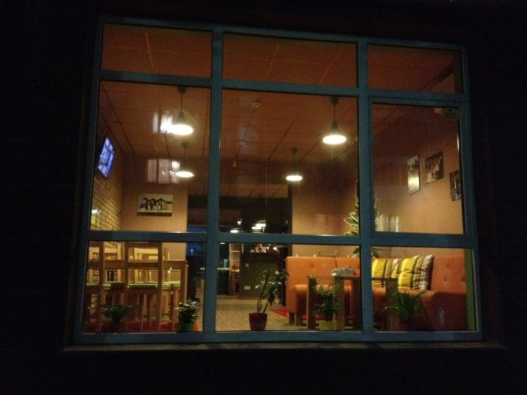 """Где посидеть на Оболони: кафе """"Friends Cafe"""" - WeTE6LazBgo-768x576"""