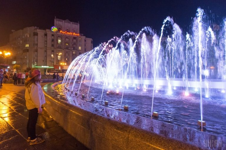 Светомузыкальные фонтаны: столица встречает гостей Евровидения - 1493803040-3719-768x511