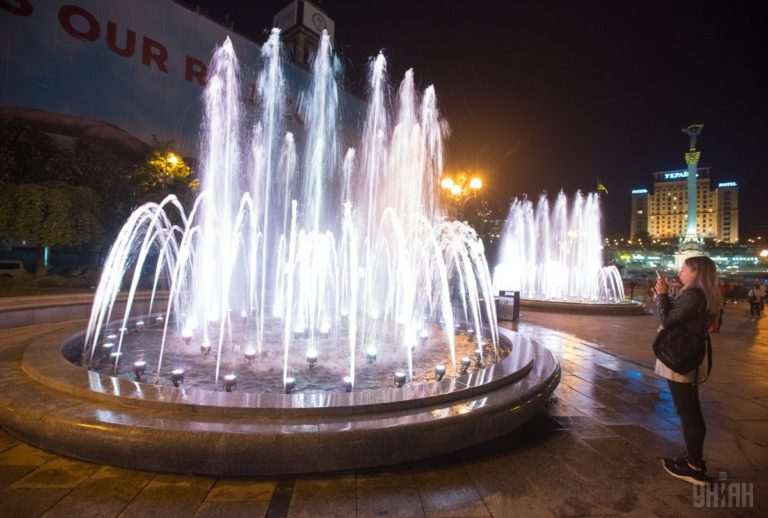 Светомузыкальные фонтаны: столица встречает гостей Евровидения - 1493803040-9754-768x518