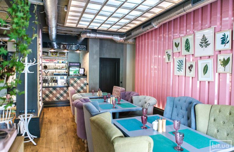 Инстаграмное место: Tiramisu bar на Оболонской набережной - tiramisu_bar-768x499