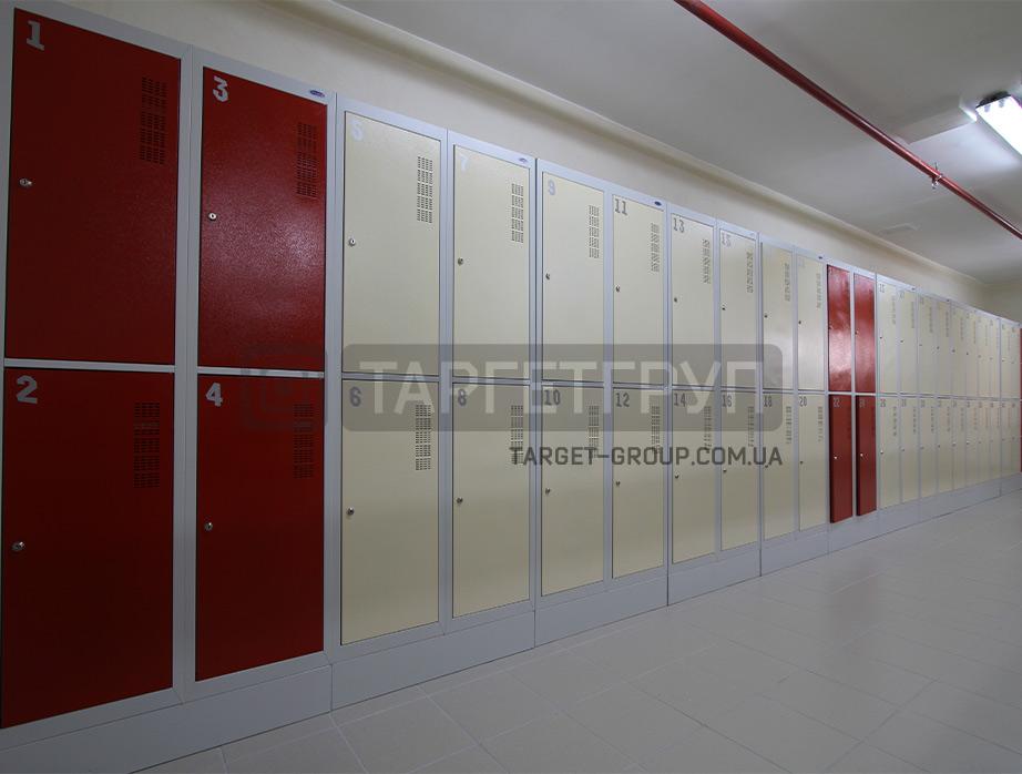 1584440788_shkafy-odezhnie-dlya-razdevalok-sekcionnie-5